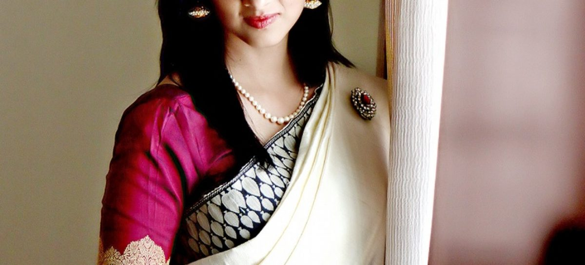 Improving the Delicate Beauty of Indian Girls With Designer Dupattas
